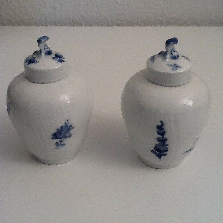 Porcelæn, 2 Blå Blomst Svejfet Tedåse, Royal Copenhagen