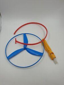 Spiel-Luftkreisel-aus-der-DDR-fliegender-Kreisel