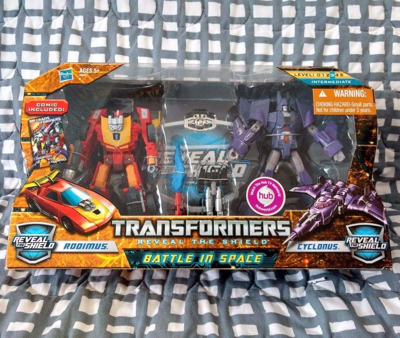 TransFormers Reveal The Shield Battle In Space Rodimus vs Cyclonus Matrix Lot G1