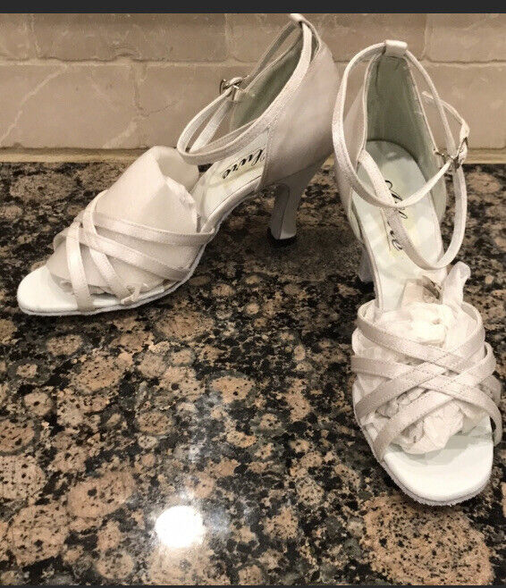 Dyeables Ladies shoes 8 White Satin BRAND NEW