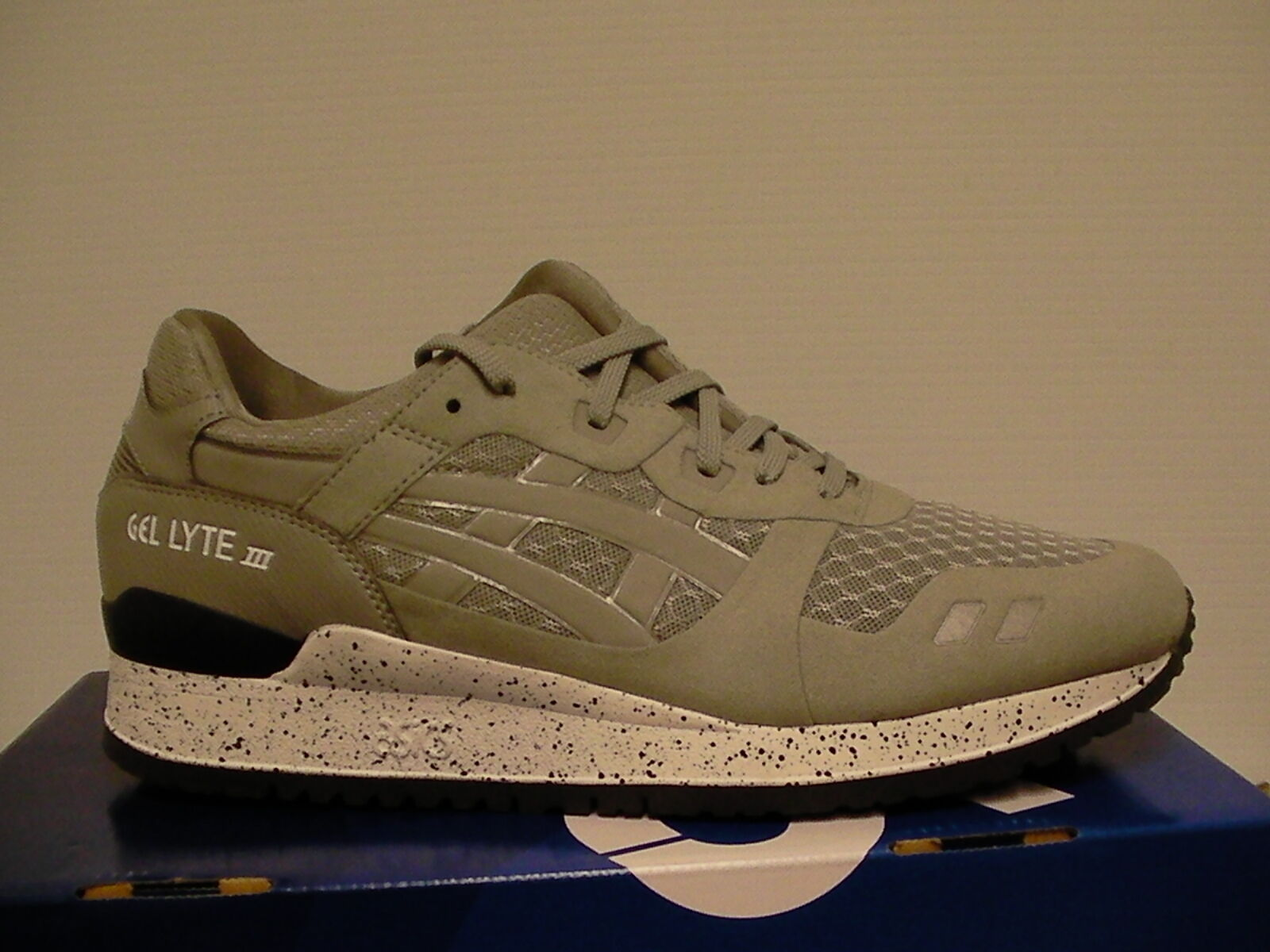 Asics running shoes gel-lyte iii size 10.5 us with men light grey new with us box 1c31cc