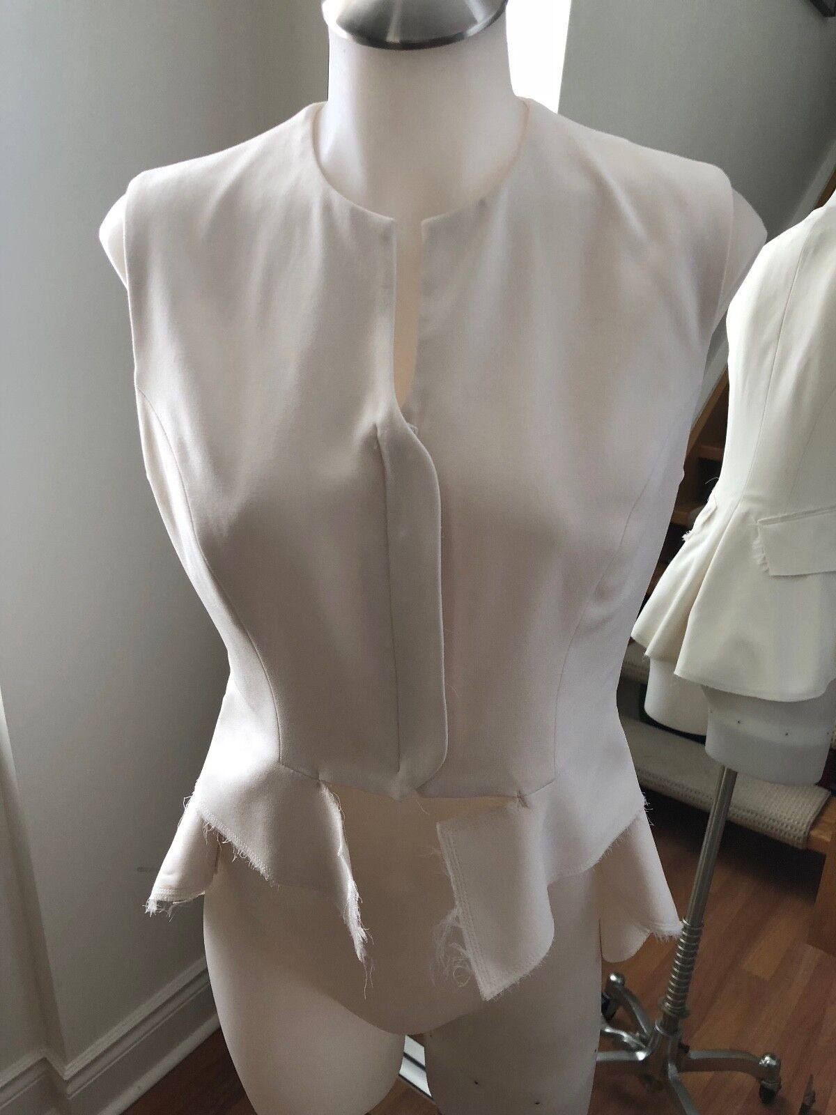A MOVEABLE FEAST White Riding Vest Size 4 Retail  200