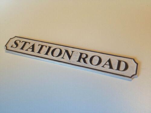 CASA di bambole personalizzato nome della Strada Firmare ** qualsiasi nome inciso a laser ** SCALA 1:12