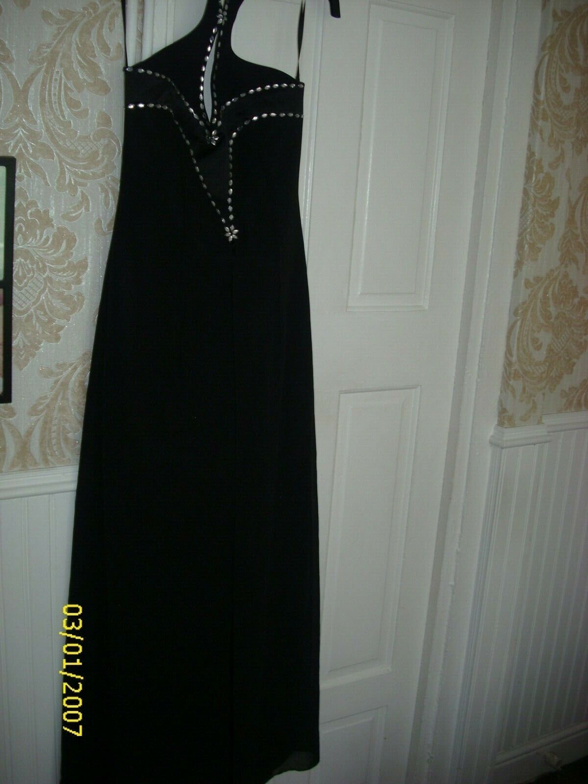 beautiful evening/prom dress halter kneck by dynasty London size 10