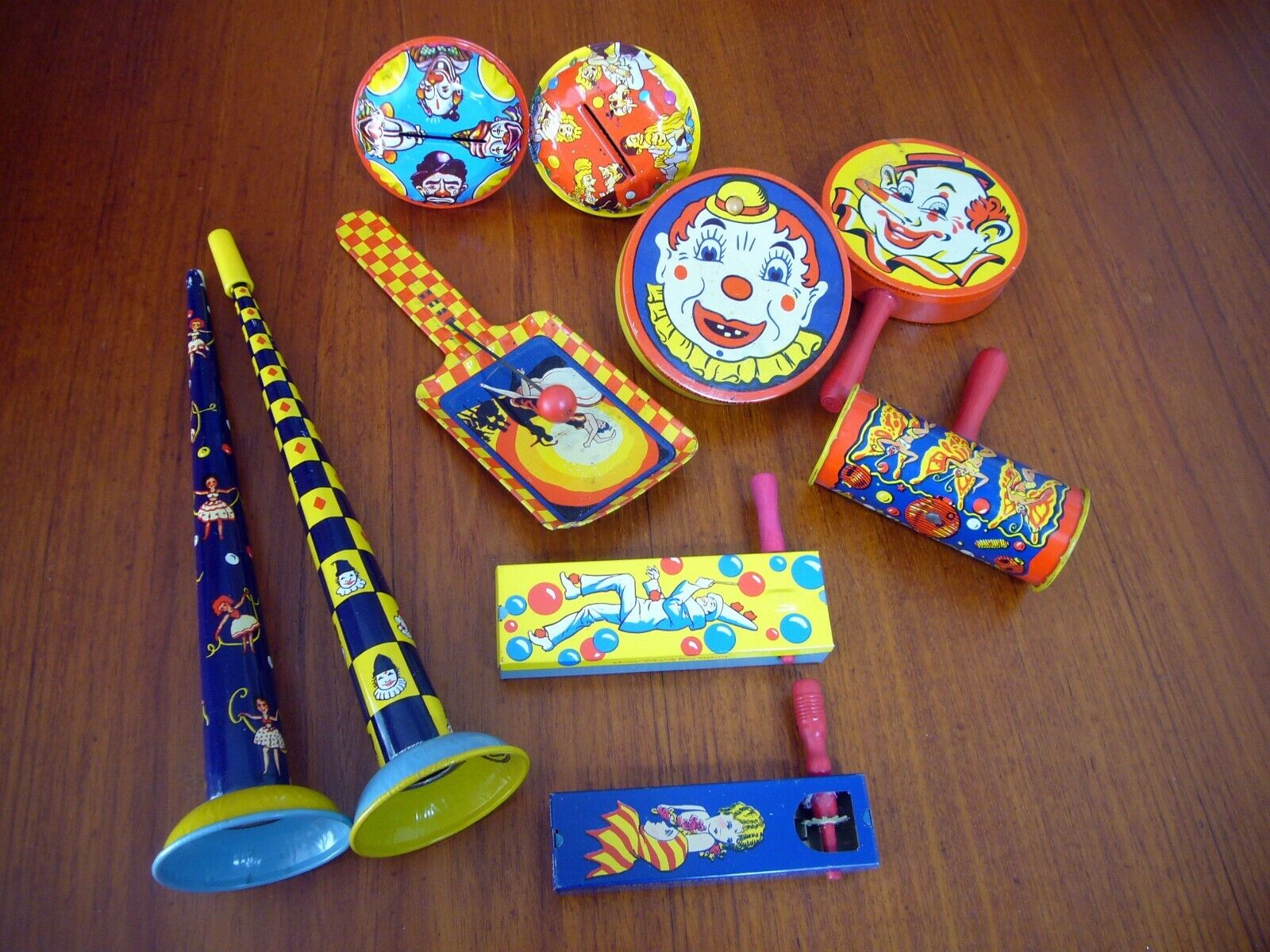 10 TIN LITHO NOISE MAKERS KIRCHHOF Clown Jester Rattle New New Years Party Crank