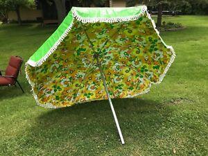 Image is loading Vintage-Mid-Century-Retro-Patio-Umbrella-Tilt-Crank- & Vintage Mid Century Retro Patio Umbrella Tilt Crank Fringe Green Top ...