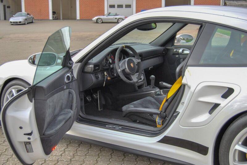 Porsche 911 GT2 Coupé - 9