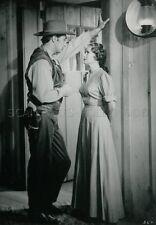 TERESA WRIGHT  ROBERT MITCHUM  PURSUED  1947 VINTAGE PHOTO