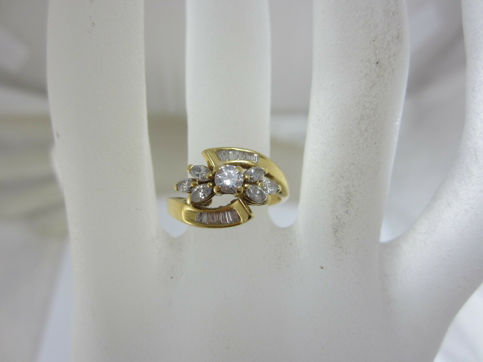 BEAUTIFUL LADIES 18K YELLOW gold DIAMOND CLUSTER  RING  APPROX .75 TCW , 4.4G.