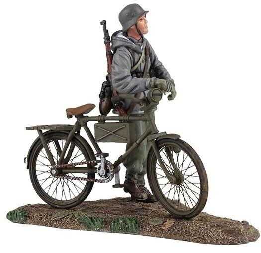 BRITAINS WORLD WAR 2 GERMAN 25037 VOLKSGRENADIER PUSHING BICYCLE MIB