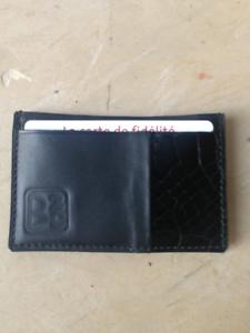 Porte-cartes-cuir-noir-croco-vernis