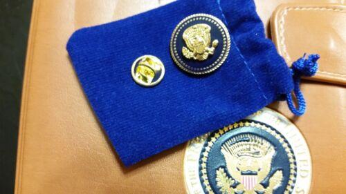 LAPEL PIN PRESIDENTIAL PRESIDENT BARAK OBAMA BLUE COBALT 22 K GOLD-PLATED