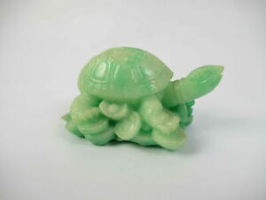 Vintage-Carved-Stone-Turtle-Pendants-Charm-Green-Paperweight