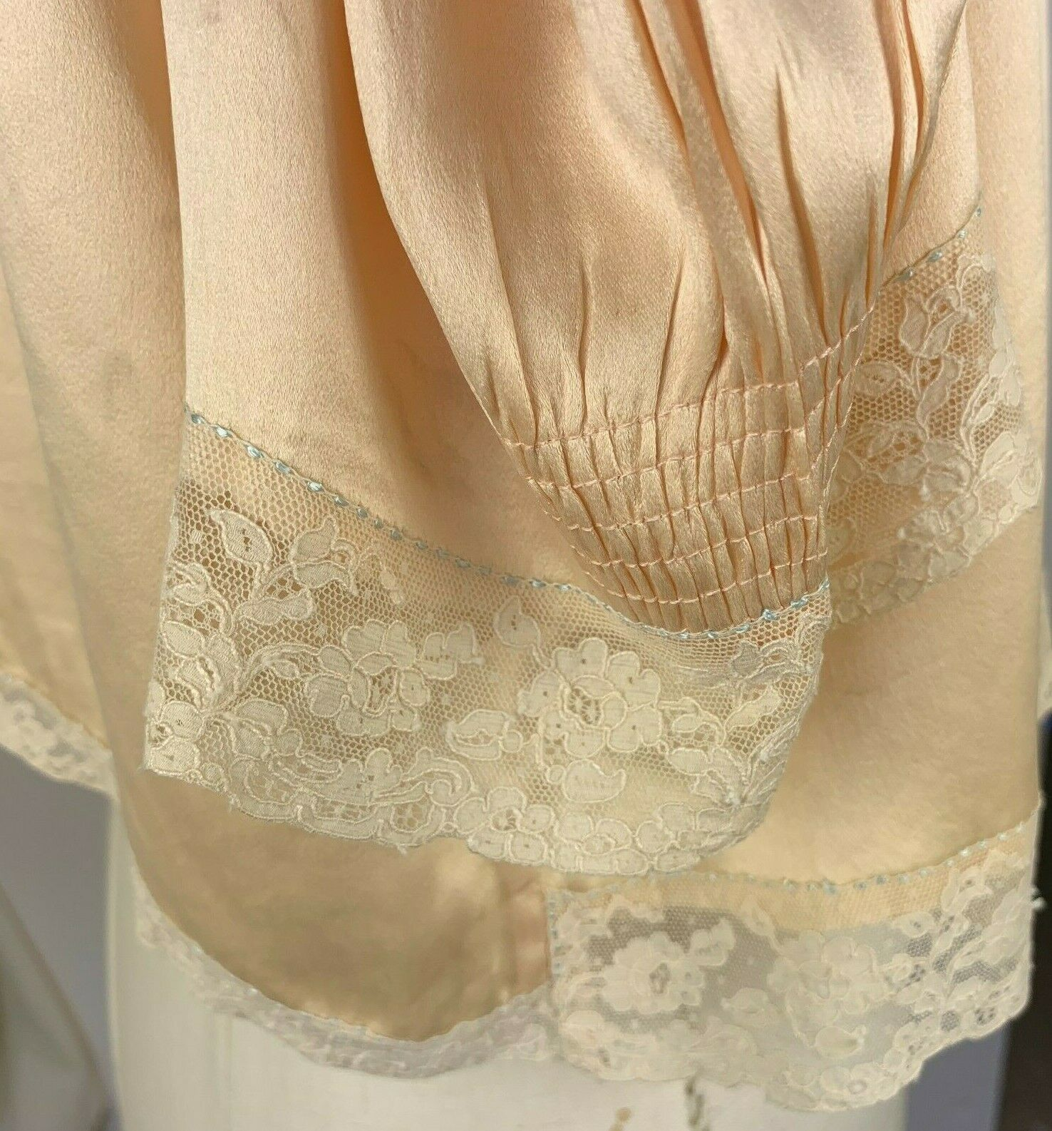 1930s rich silk bed jacket - image 5