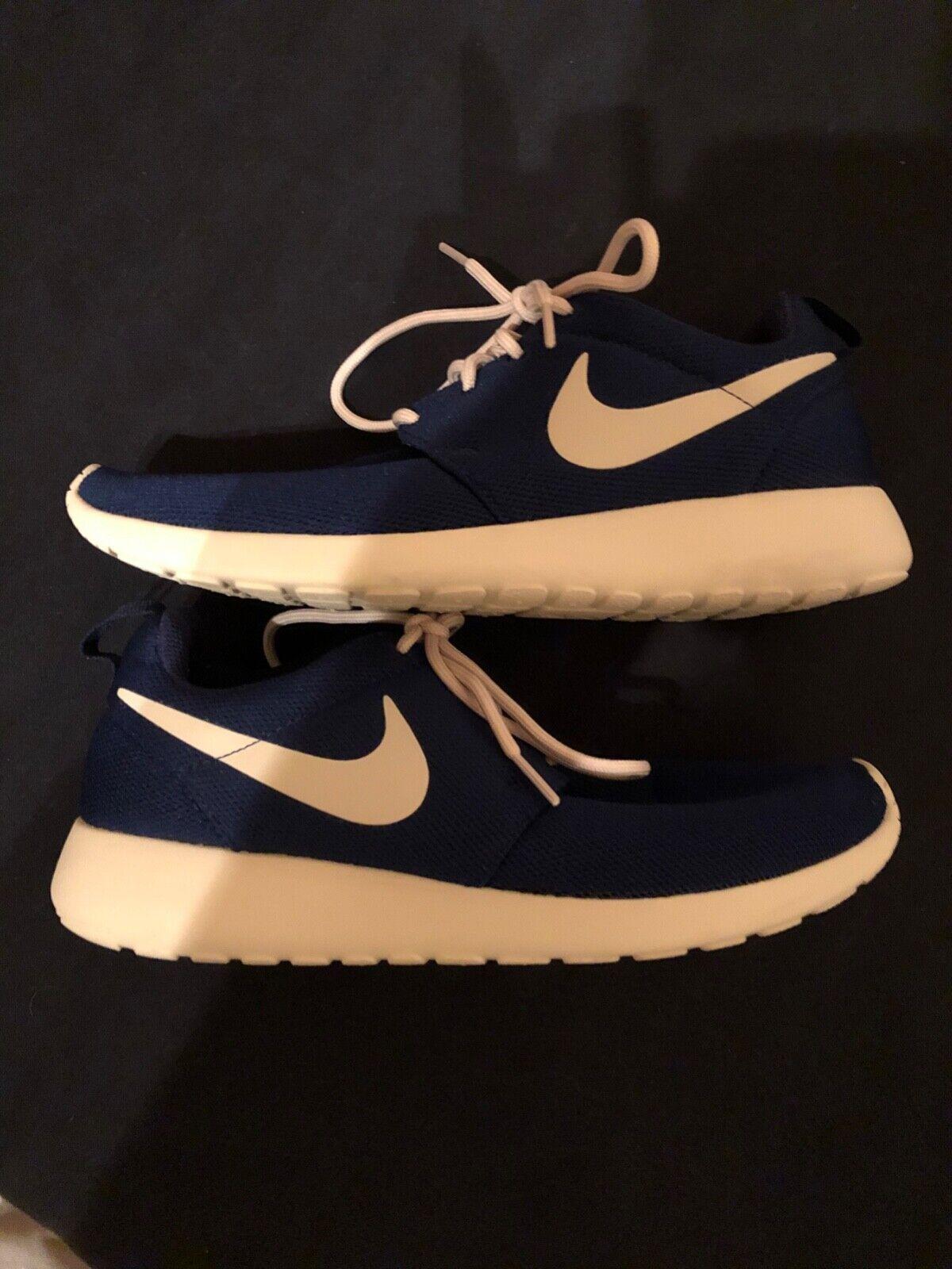 Nike Damen Roshe Schuhe Größe 40 Farbe  Dunkelblau-Weiß Super Zustand Schuhe
