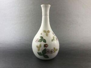 Vintage-Wedgwood-Wild-Strawberry-BONE-Bud-Vase-7137691