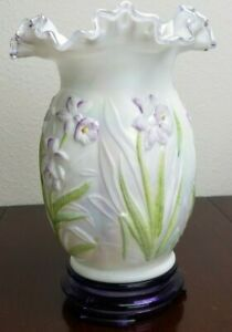 FENTON-Empress-Rose-Crest-Iridized-Milk-Glass-Daffodil-VASE-Hand-Painted-Signed