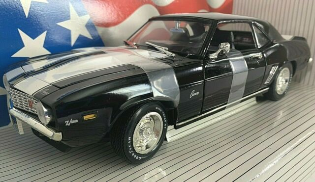 #7366 American Muscle Tuxedo Black/White Stripes 1969 Camaro Z28 Die Cast 1:18