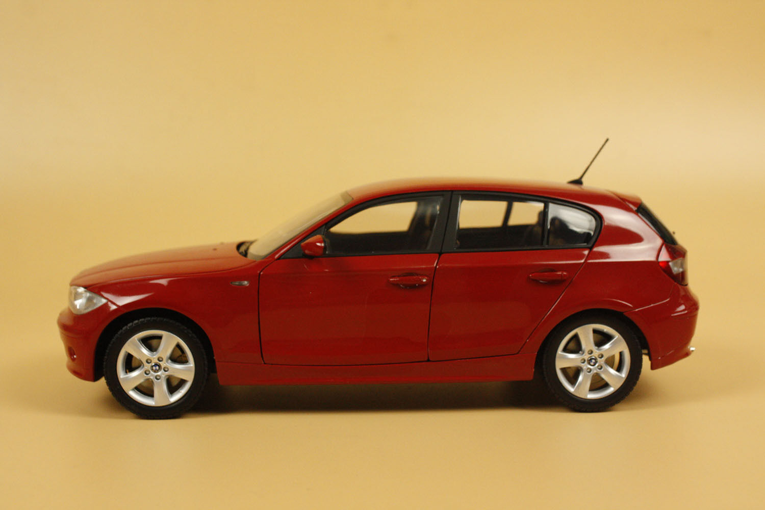 1 18 Kyosho BMW 120i 1 Series red COLOR diecast model