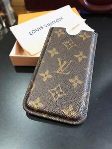 Louis-Vuitton-iPhone-Sleeve-Monogram