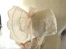 ancien bonnet bébé, XIXème,  forme capote, en double organdi rose pâle,  visière