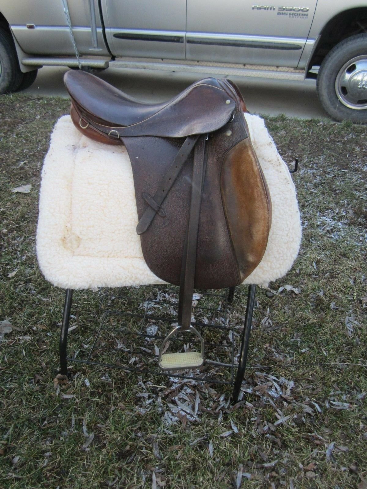 STUBBEN SIEGFRIED VSD 17  Courbete Leathers+Irons, AP + JUMPING ENGLISH SADDLE