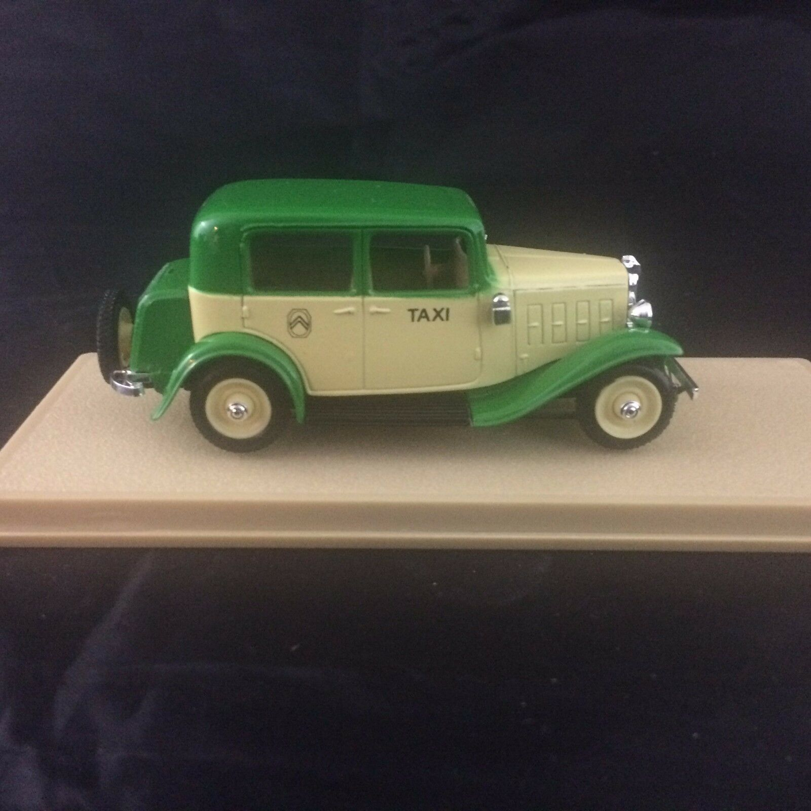 Eligor 1035 C 1934 Citroen Citroen Citroen pinklie Taxi Paris 1 43  France c722f4