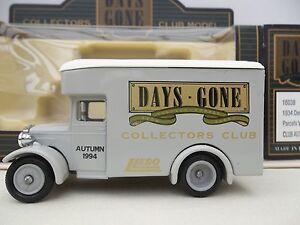 Lledo-Collectors-Club-Autumn-1994-DG16038-1934-Dennis-Parcels-Van