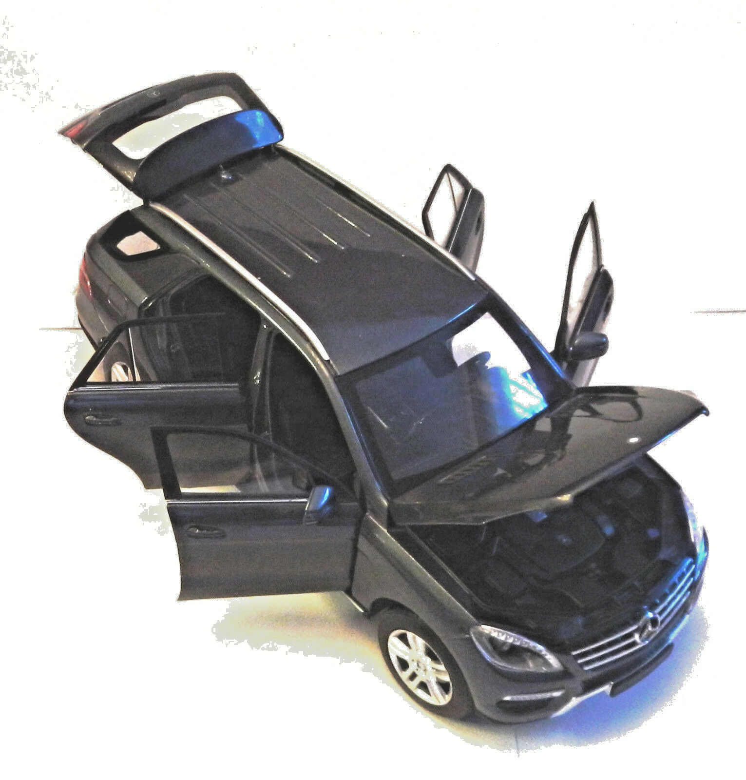 MINICHAMPS Mercedes Benz M-Klasse 2011, 1 18, mint