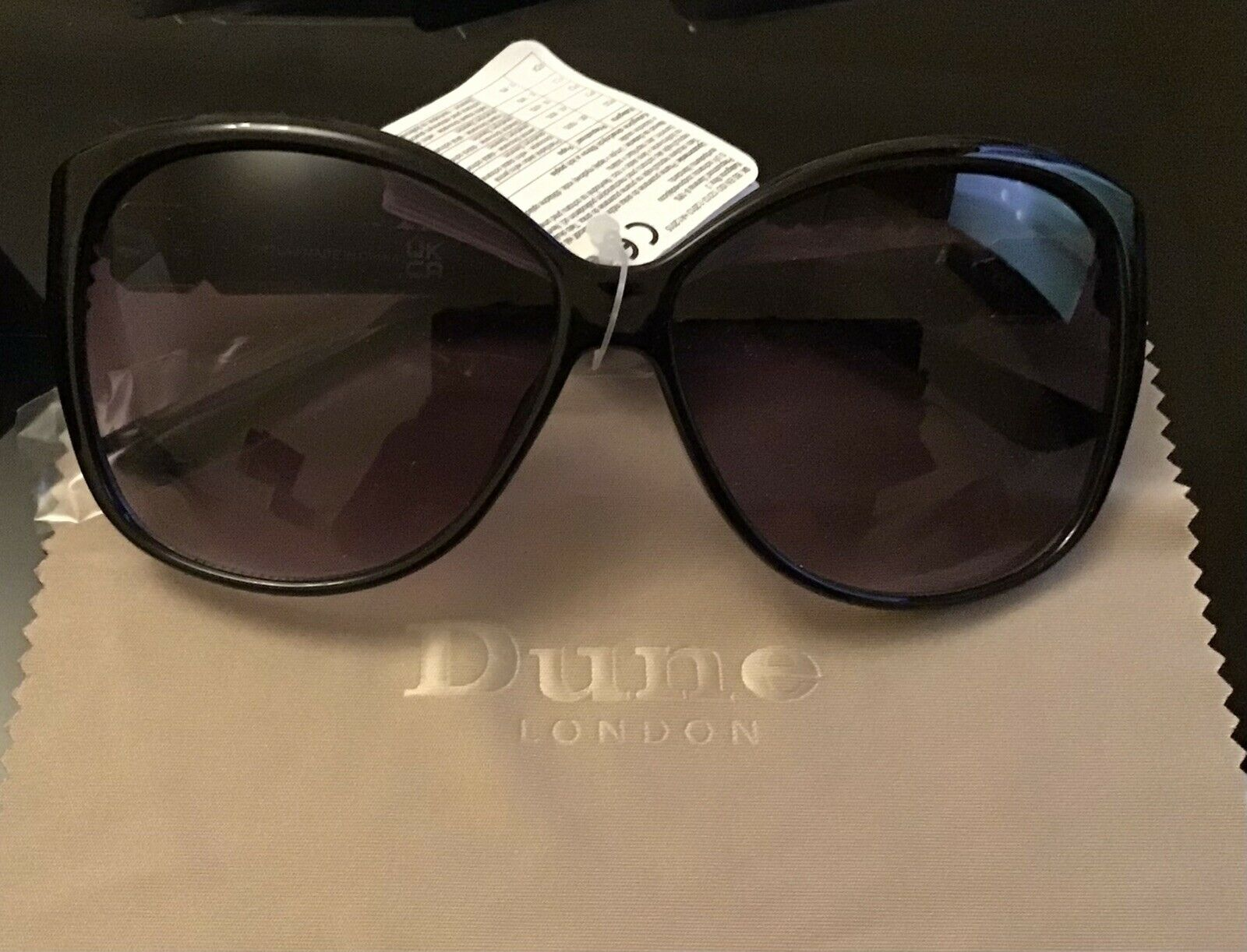 Avon Exclusive Dune Designer Sunglasses, Brand New With Pink Case, Cat3 UV400 🥰