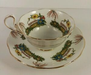 Vintage-amp-Unique-Royal-Albert-Crown-China-Teacup-amp-Saucer-Gold-Trim