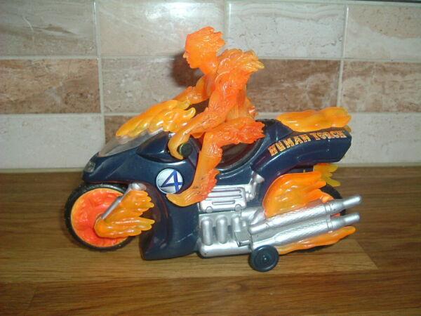 - Johnny Storm La Torcia Umana 6 Pollici Action Figure E Motociclette