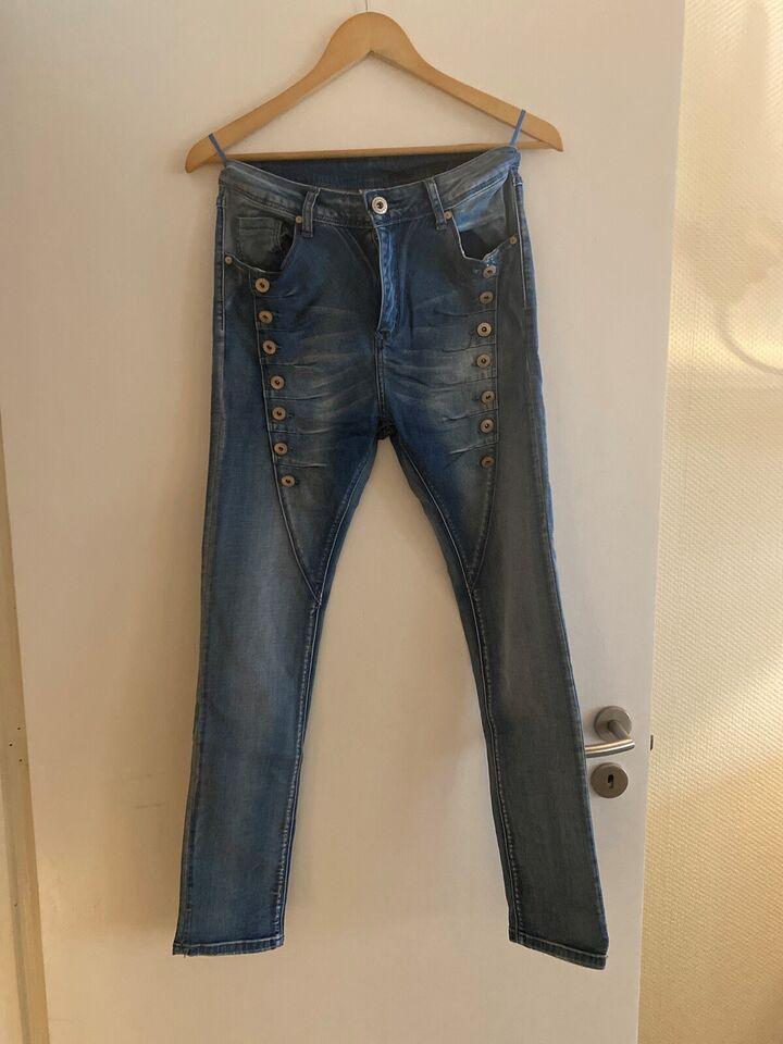 Jeans, Mozzaar, str. 40