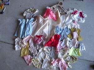 Big-lot-of-vintage-grande-poupee-vetements-avec-Handmade-PIECES-Look