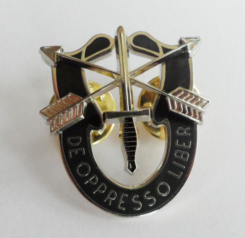 U.S Army Special Forces beret Cap Badge Pin Command Airborne
