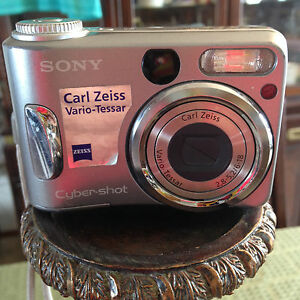 Sony-Cybershot-Carl-Zeiss-Vario-Tessar-Camera-For-parts-only-Not-Working