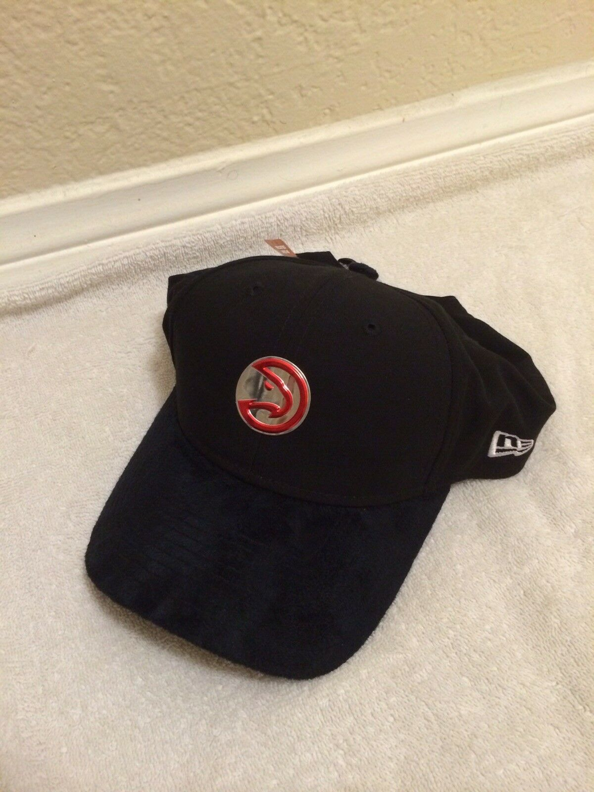 New Era 9twenty W/Suede Adjustable Atlanta Hawks Hat W/Suede 9twenty Bill. OSFM. b6cd40
