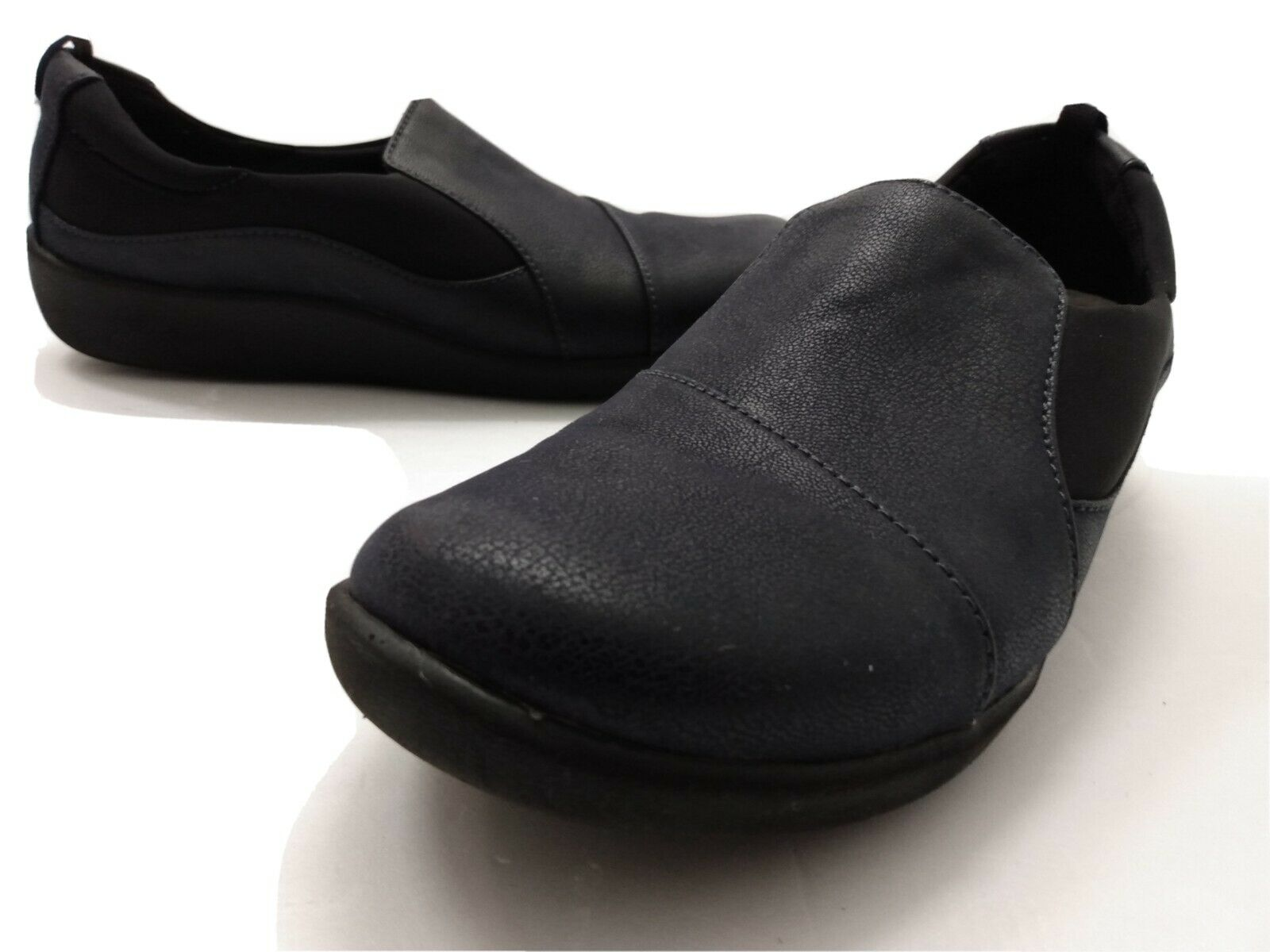 Woman's Clarks Cloudsteppers Slip On Shoes Casual Comfort Walking 9M navy blue