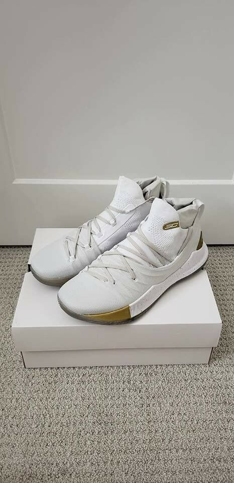 Under Armour UA Curry 5 US12 Weiß Weiß Weiß Gold DS Steph Warriors Takeover Championship ed03be