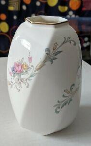 Christopher-Stuart-Spring-Crest-5-1-2-034-Vase-Y1013-bone-china-made-in-Thailand