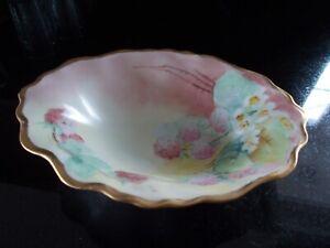 Vintage-1940-50-039-s-Oval-Handpainted-China-Bowl-Pretty-Flower-Design-Gold-Trim