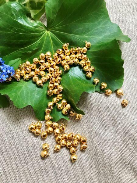 100 Mini Campanas Pequeño Rosegold Campana De Metal Braclets Joyas De Toma De Pulsera 5mm-ver Bonita Y Colorida