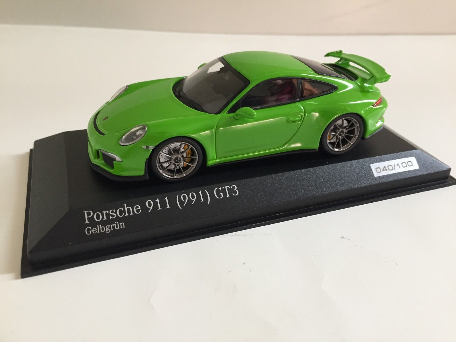 Minichamps 1 43 Porsche 911 991 GT3 Yellow Green
