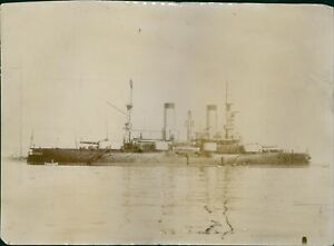 A-Russian-battleship-Petropavlovsk-during-the-Russo-Japanese-War-in-1904-8x