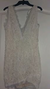 Deep V Neck White Lace Mini Dress To Be Highly Praised And Appreciated By The Consuming Public