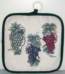 STEVENS-LINENS-GRAPES-AND-IVY-POTHOLDER-Beige-Green