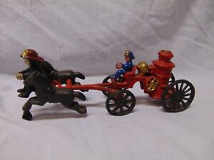 Vintage-Cast-Iron-Fireman-Horse-amp-Carriage-toy-with-2-fireman-2-pieces-9-034-long