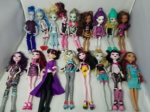 Monster-High-Doll-Lot-of-17-with-Accessories-hydration-playset-17-dolls
