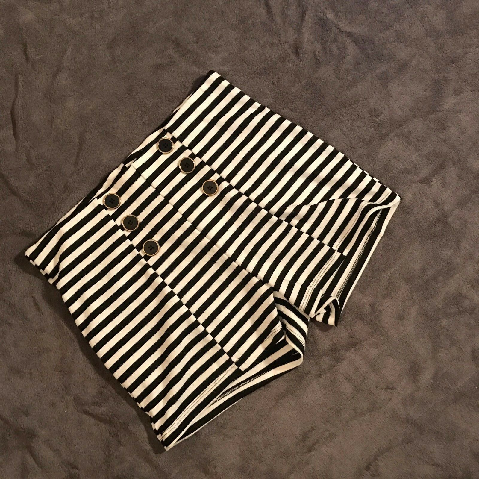 Vitta luna Size SEE measurements Womens Striped and Button Front pin up shorts