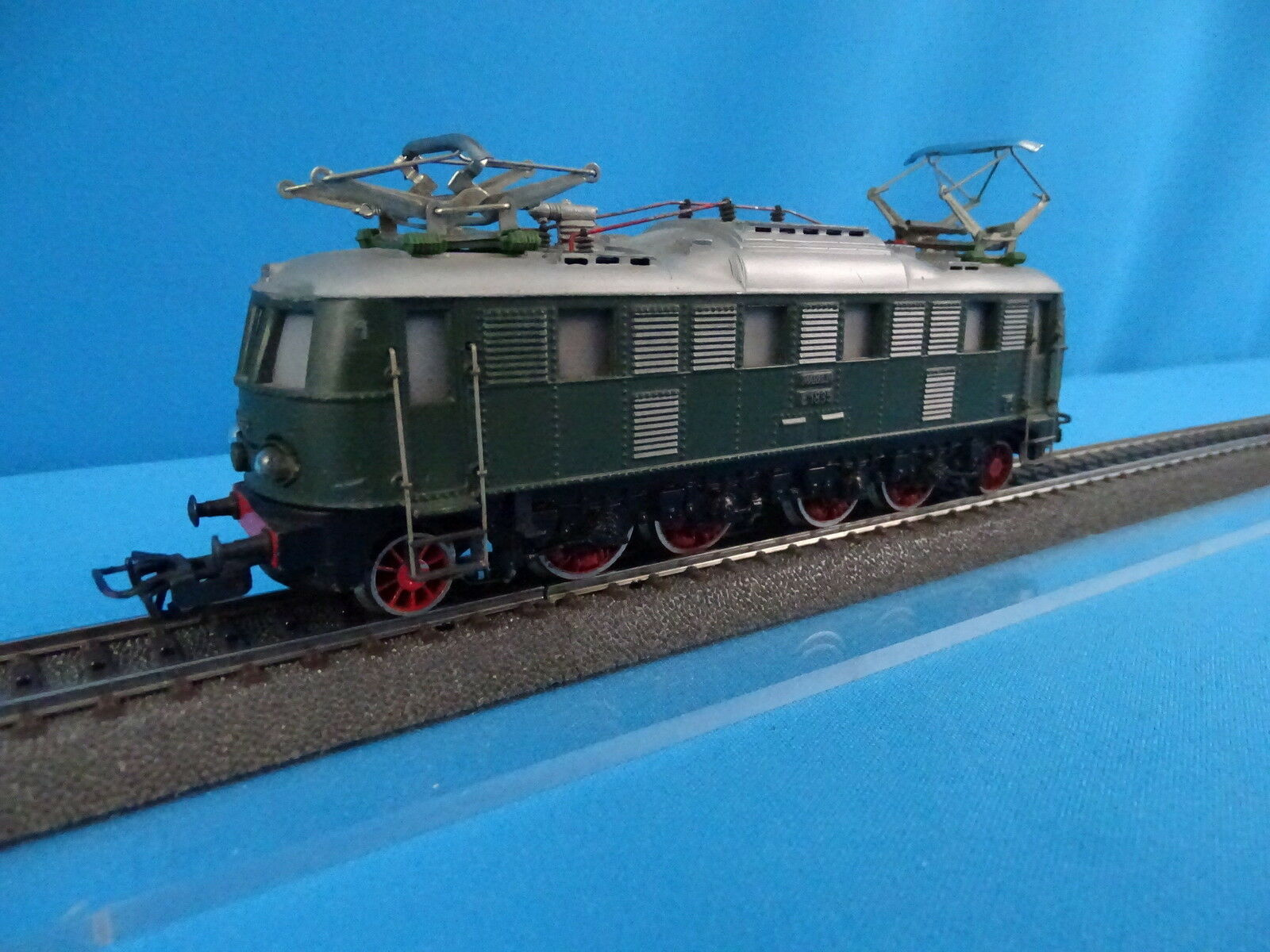 Marklin 3024 DB Electric Locomotive Br E 18 35 Green    Heavy Cast Metal